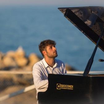 Classica al tramonto:concerto di  Alessandro Simoni e del gruppo dell'Avos Chamber Music Project.