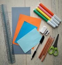 Con carta, forbici, colla e colori
