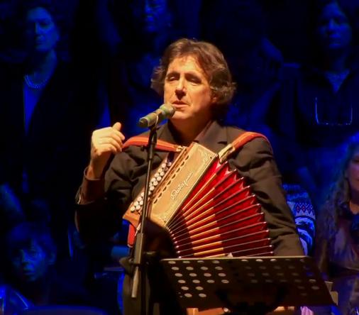 Ambrogio Sparagna in La ChiaraStella. I canti di Natale nelle tradizioni popolari