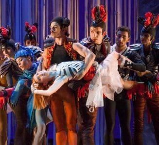 I danzatori del Balletto di Roma ne LO SCHIACCIANOCI musiche Pëtr Il'ič Čajkovskij