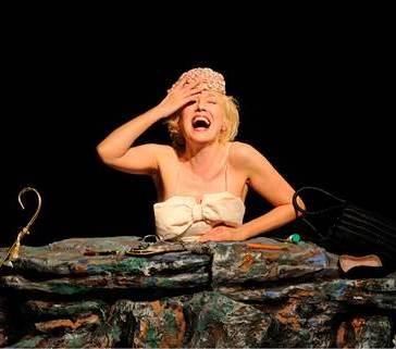 Nicoletta Braschi in Giorni felici di Samuel Beckett