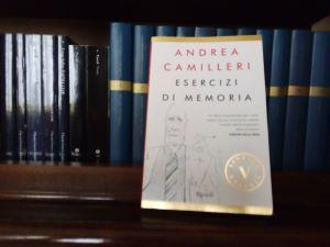 """Lib(e)ri in casa """"Esercizi di Memoria"""" di Andrea Camilleri"""