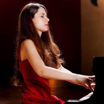 Note in biblioteca della IUC si conclude per quest'anno con la pianista Silvia D'Augello